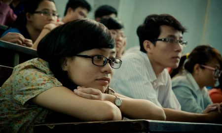 students-cheating-exam-smartwatches-glasses
