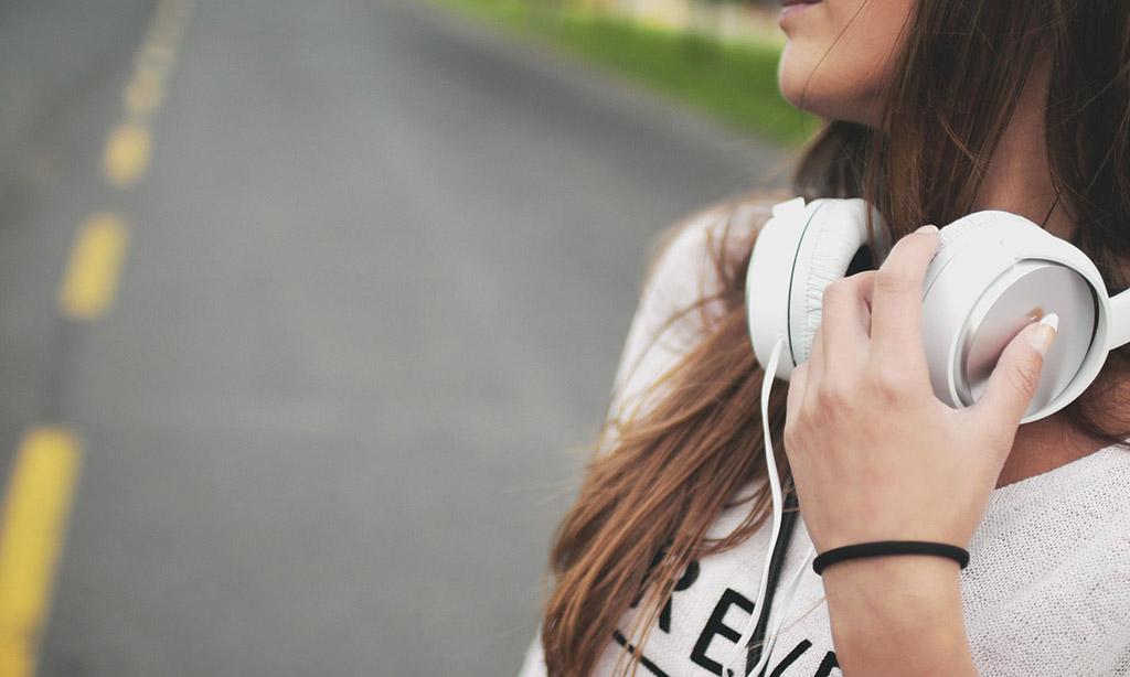 amazon-noise-canceling-headphones-alert