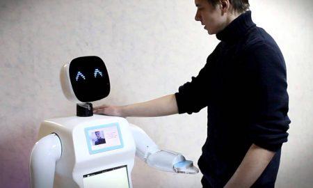 robot-promobot-running-russia