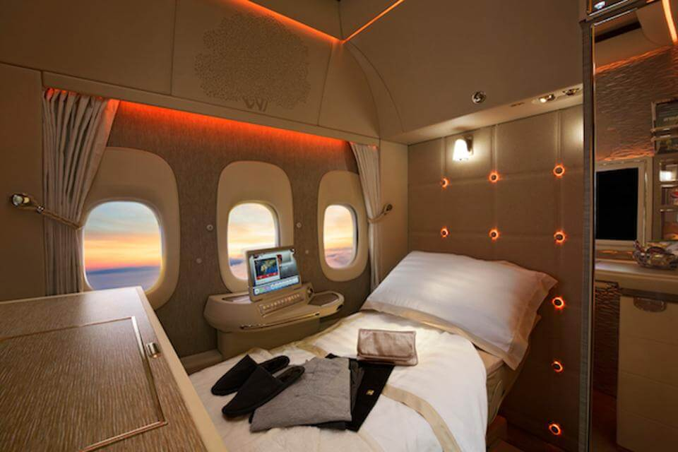 Emirates First Class Passengers Get Distracted With Virtual Windows Tech The Lead