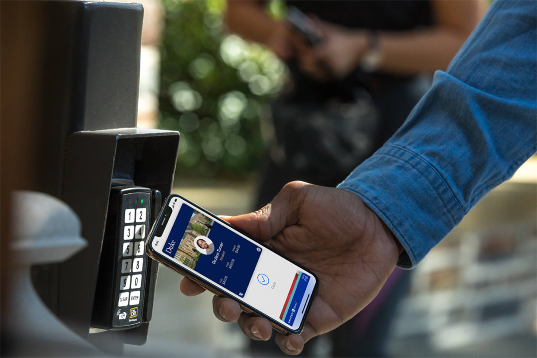 students-can-pay-with-apple-wallet