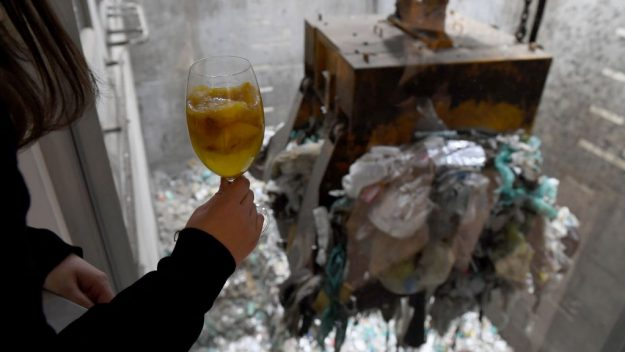 japan-tokyo-trash-recycling-facility-bar