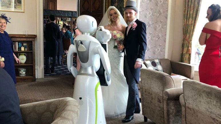 robot-photographer-takes-pictures-at-wedding