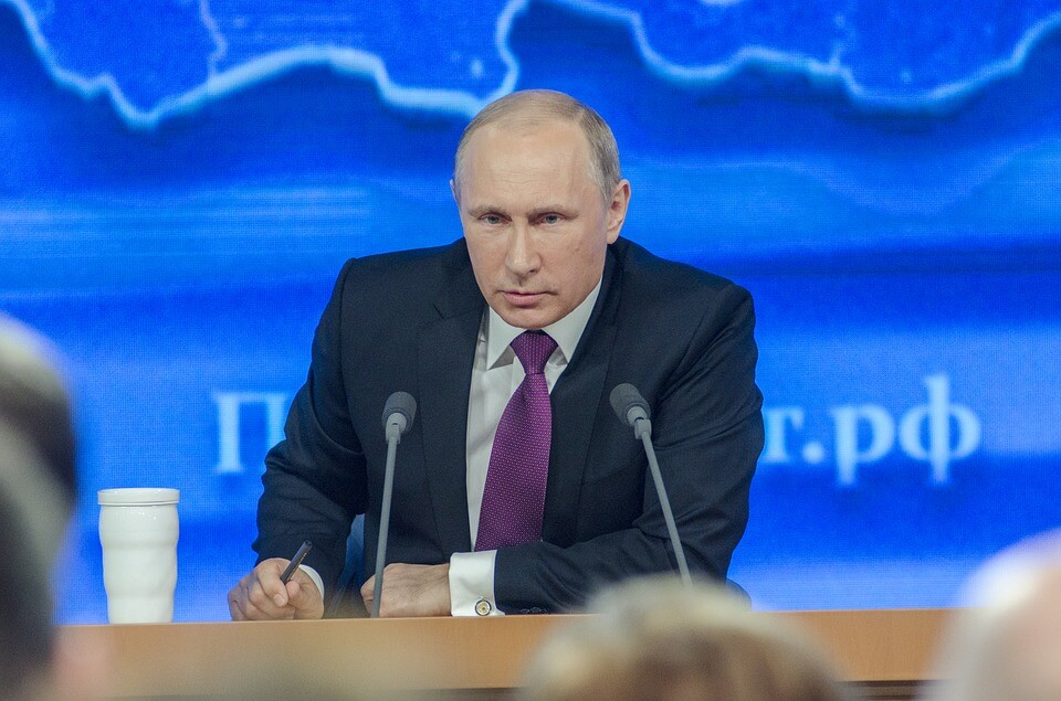 putin-signs-controversial-independent-russian-internet-law
