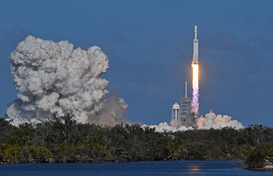 falcon-heavy-core-crashes-int-ocean