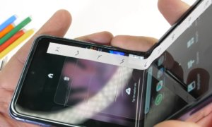 Samsung Galaxy Z Flip Durability Test – Fake Folding Glass jerryrigtests durability